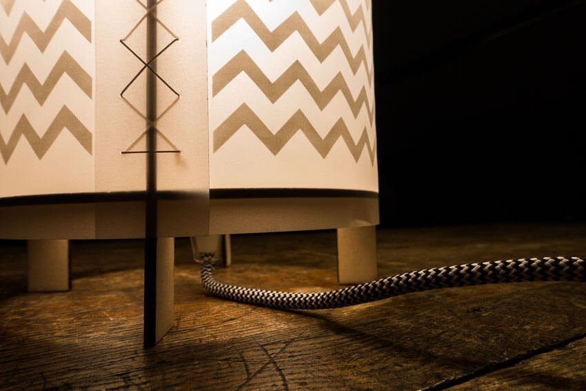 LOX - laser cut lamp - Power cord on desk
